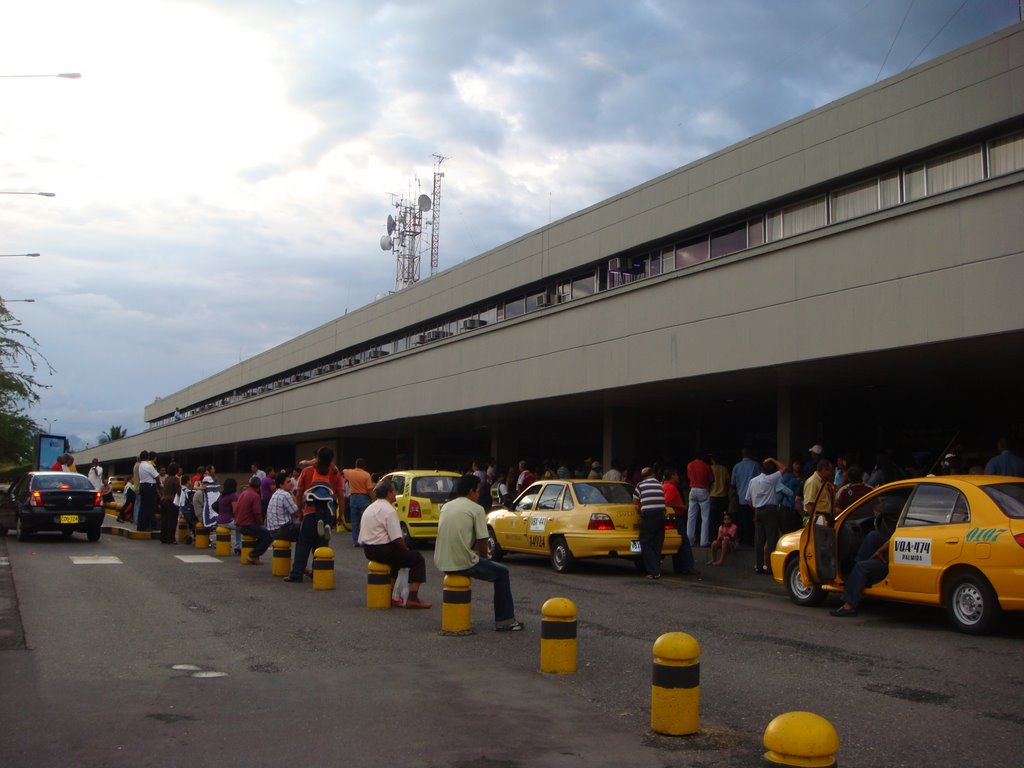 Aeropuerto internacional alfonso bonilla arag n clo aeropuertos net - Vuelos puerto asis bogota ...