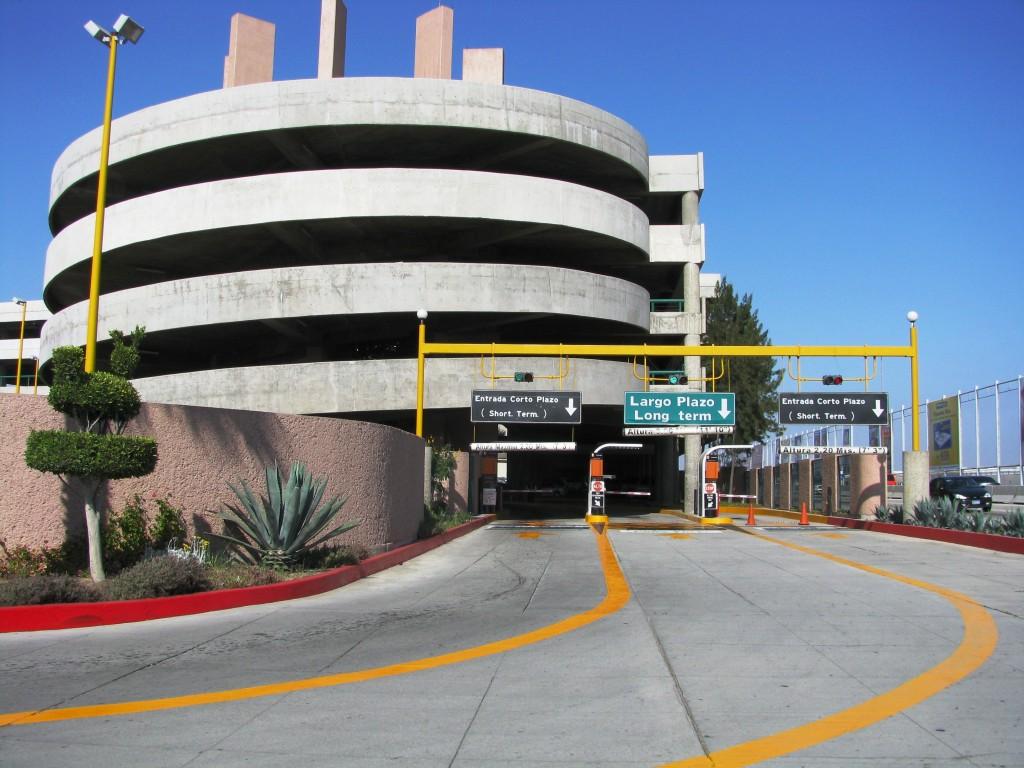 Aeropuerto internacional de tijuana estacionamiento for Cajeros en el aeropuerto