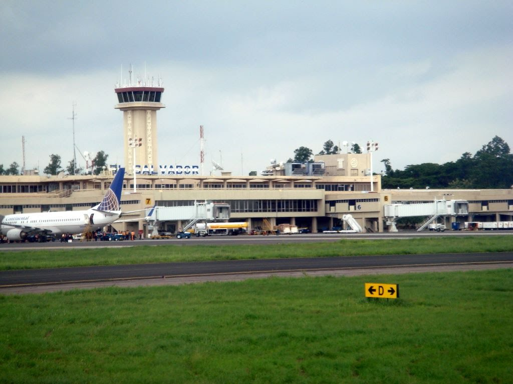 Aeropuerto Internacional De El Salvador on monsenor oscar romero