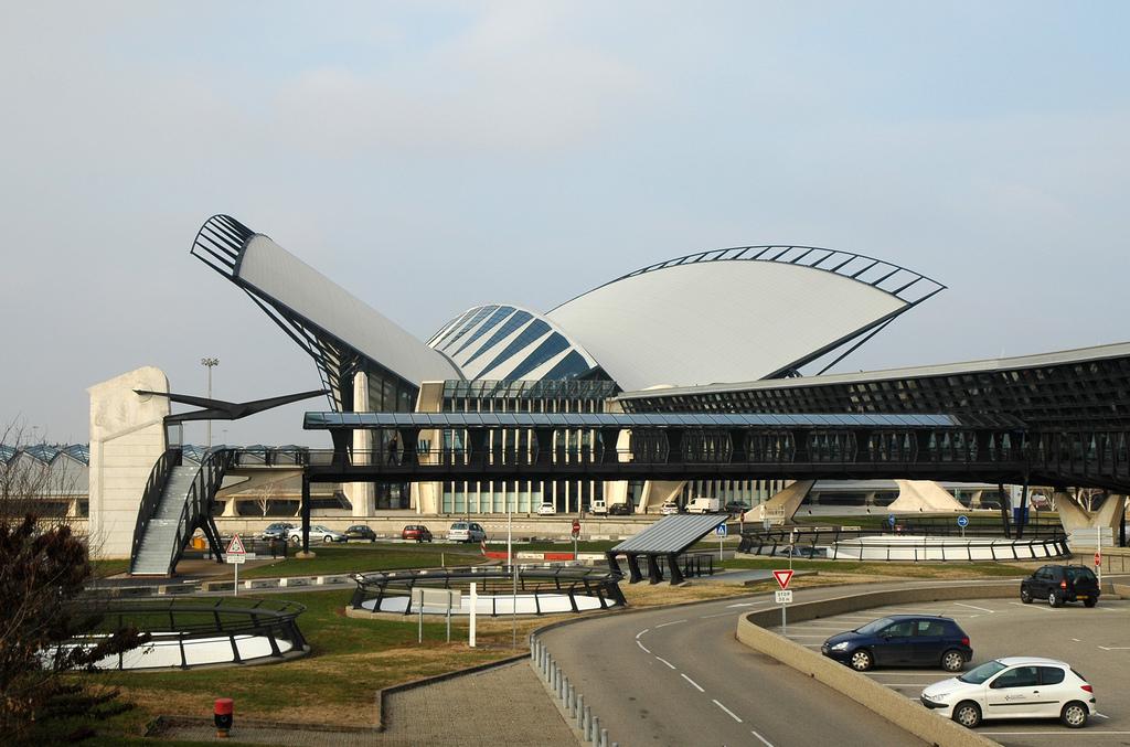 Resultado de imagen de aeropuerto de Lyon,