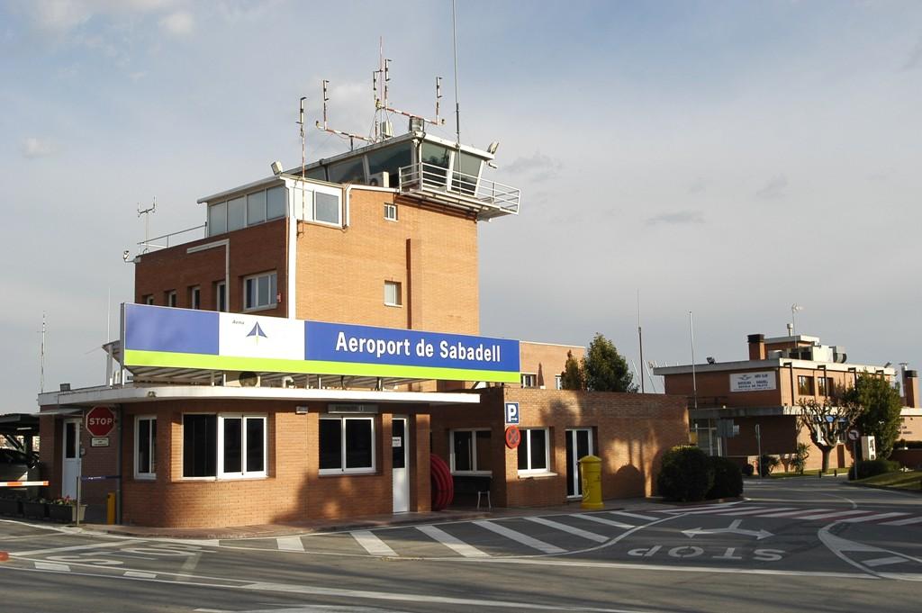 Escuelas de azafatas azafatos aviacion for Oficina correos sabadell