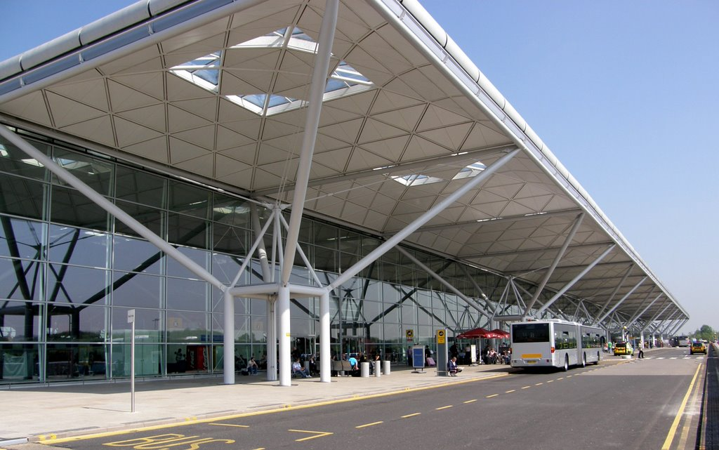 Aeropuerto de londres stansted stn aeropuertos net for Hispano international decor contact number