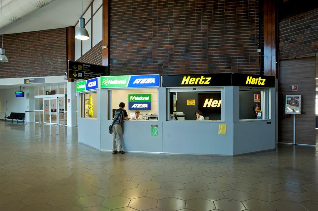 Aeropuerto de san sebasti n eas aeropuertos net - Oficinas europcar barcelona ...