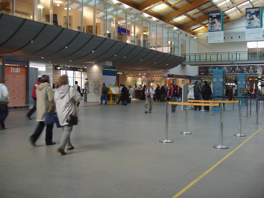 Aeropuerto de venecia vce aeropuertos net - Marco aldany puerto venecia ...