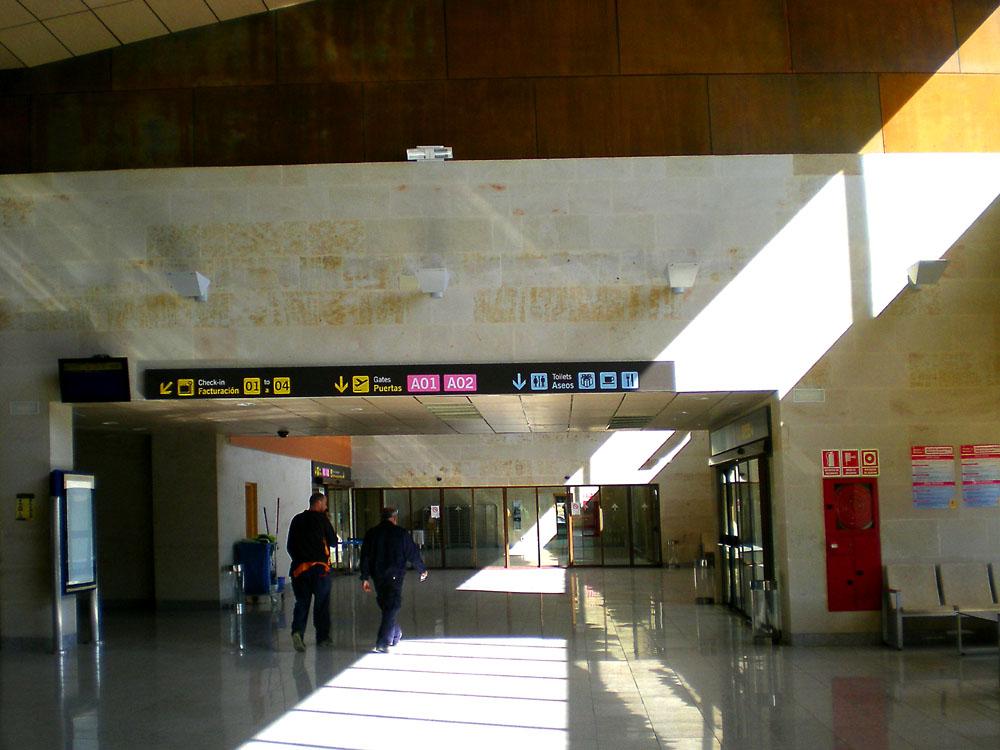 Aeropuerto de salamanca slm aeropuertos net for Oficina turismo salamanca