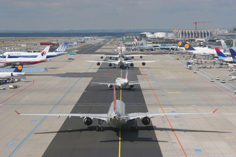 Salidas de vuelos aeropuerto de frankfurt aeropuertos net for Cajeros en el aeropuerto