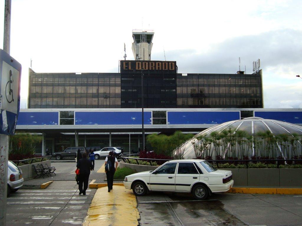 hoteles aeropuerto bogota: