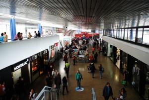Tiendas de la sala de embarque de vuelos nacionales en El Aeropuerto ElDorado