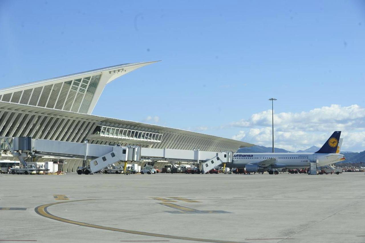 Aeroporto Bilbao : Aeropuerto de bilbao bio aeropuertos