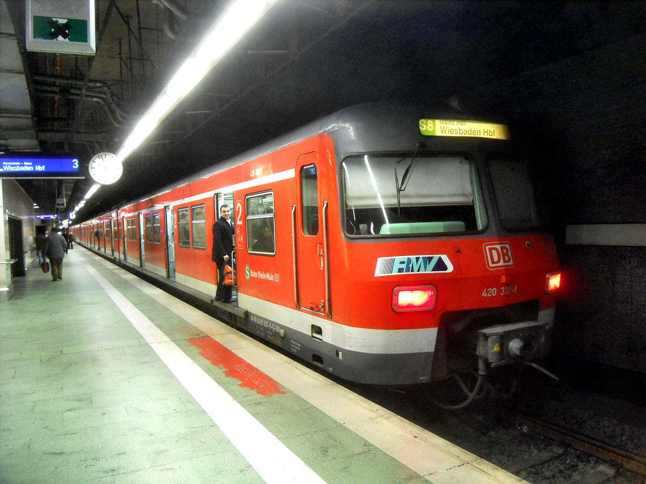 how to get from zurich airport to main train station