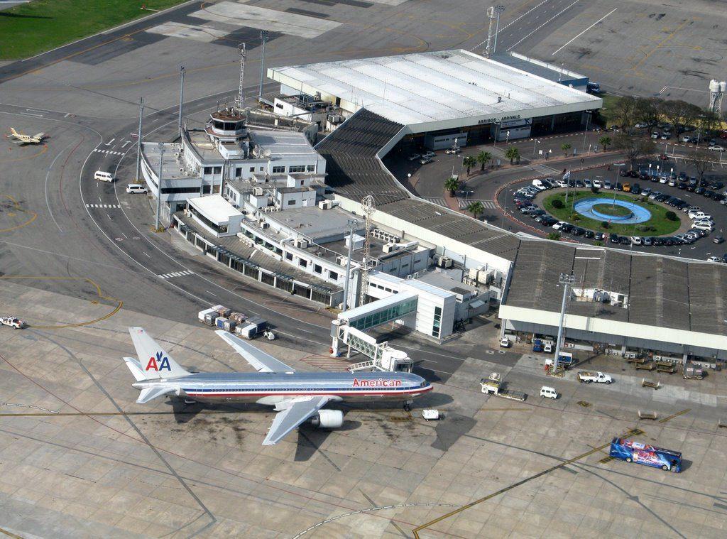 Una española fue detenida en el aeropuerto internacional Carrasco de Montevideo, Uruguay, al intentar ingresar al país con 15.372 pastillas de éxtasis, informó este jueves la policía