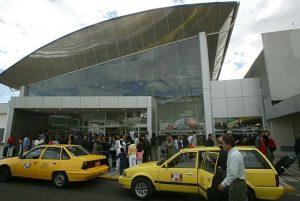Entrada principal del Aeropuerto de Quito