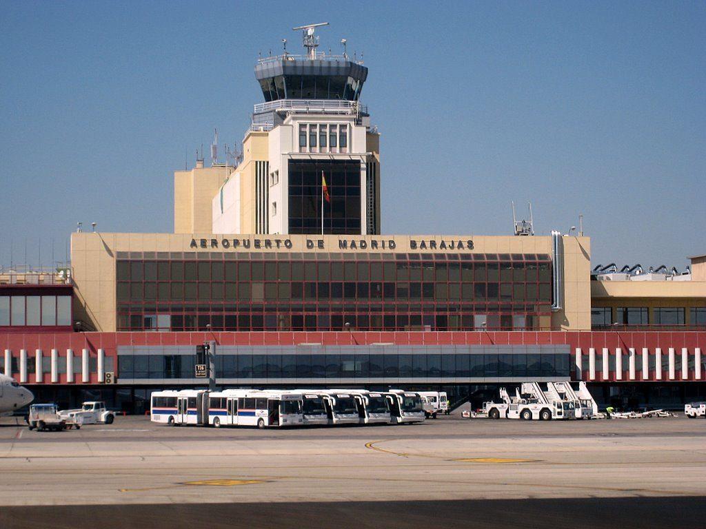 Aeropuerto madrid barajas adolfo su rez madrid barajas for Cajeros en el aeropuerto