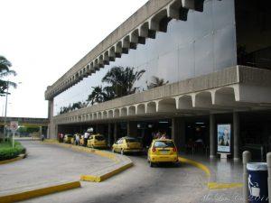 Taxis en el Aeropuerto Ernesto Cortissoz.