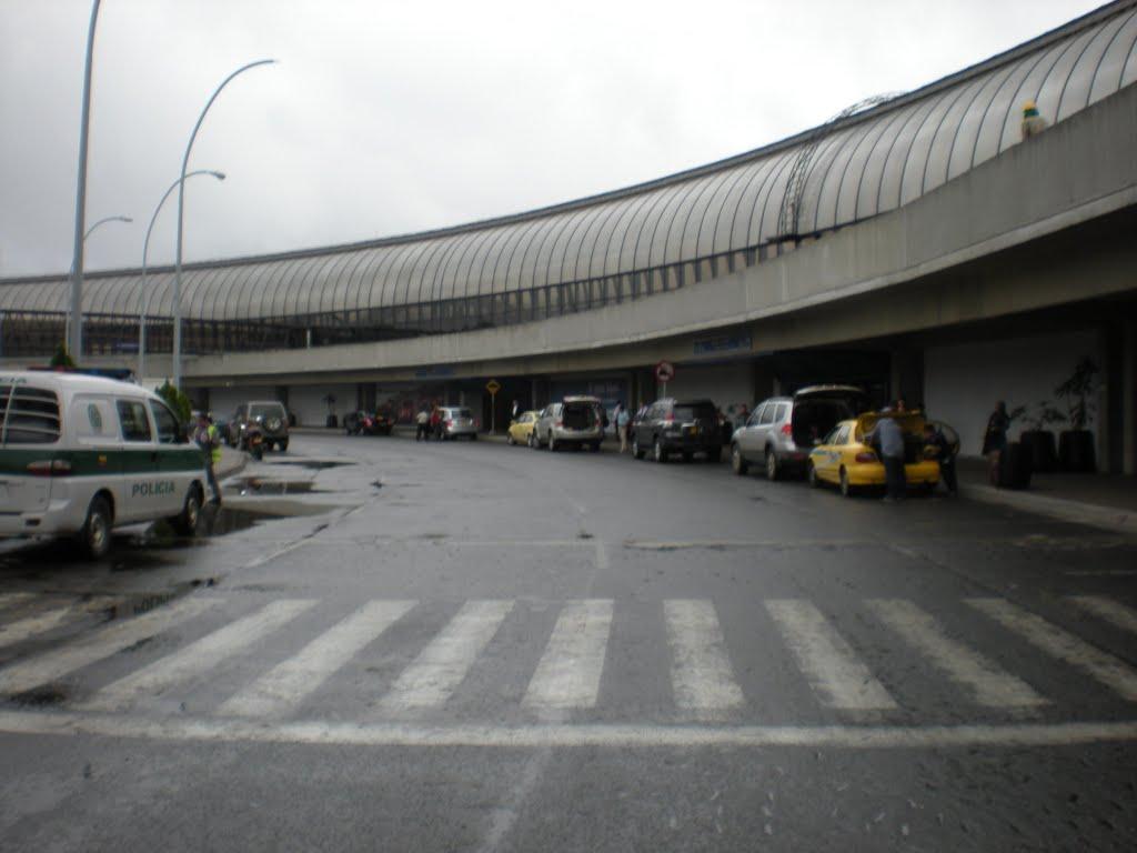 Salidas de vuelos aeropuerto internacional jos mar a c rdova aeropuertos net - Vuelos puerto asis bogota ...