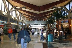 Interiores del terminal 4 del Aeropuerto Sky Harbor