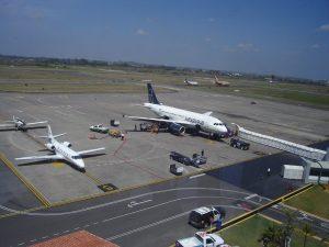 estacionamiento de aviones en el Aeropuerto de Veracruz