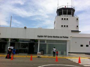 Fachada principal del Aeropuerto Internacional Carlos Martinez de Pinillos