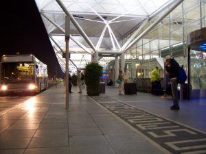 El Aeropuerto de Stansted de noche