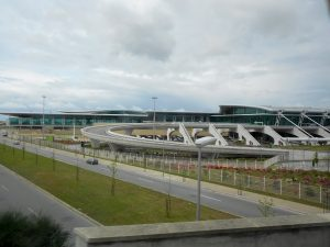 Vista frontal del Aeropuerto de Oporto