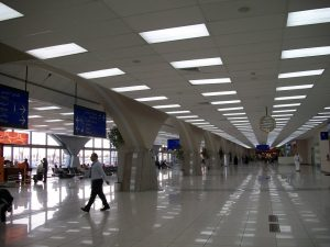 interiores del Aeropuerto Rey Abdulaziz