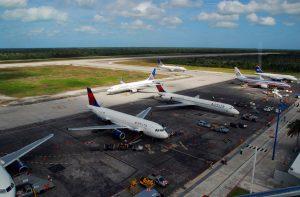 Salidas y llegadas de vuelos en el Aeropuerto de Cozumel