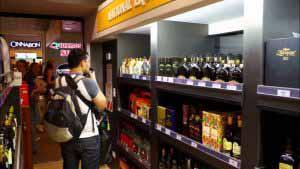 Existen diversidad de tiendas en el Aeropuerto El Dorado.