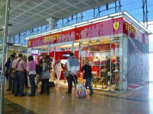 Ferrari Store en el Aeropuerto de Barcelona El Prat.