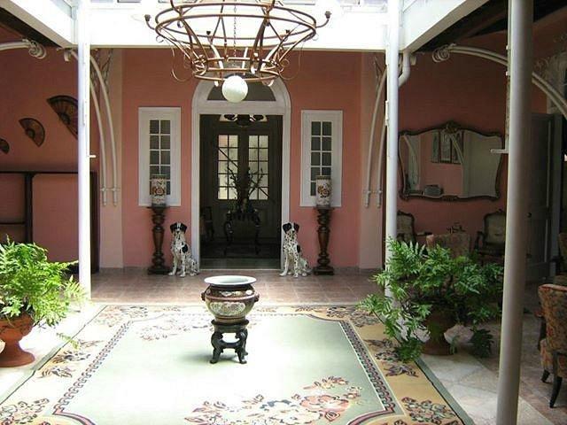 Hotel El Lirio Guesthouse